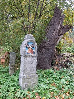 Boží muka v rodném Pohoří na Šumavě na snímku z podzimu roku 2013