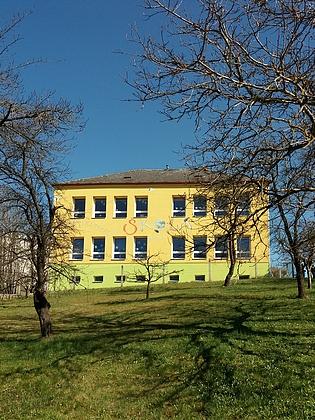 Přestavěná školní budova v Boršově nad Vltavou - Poříčí