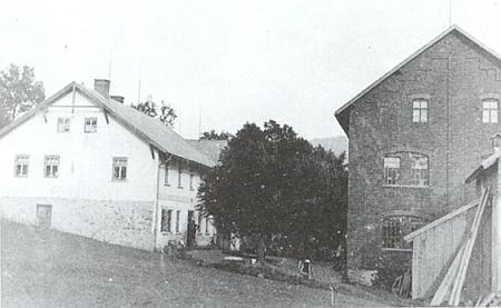 Rodný dům v Hamrech, tak řečený Röderův mlýn, kde se vyráběly išpulky na nitě