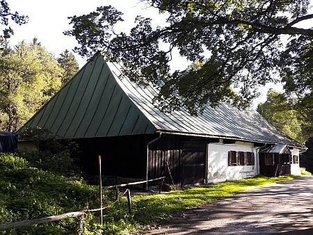 Ve Švajglových Ladech zůstal stát jen tento dům