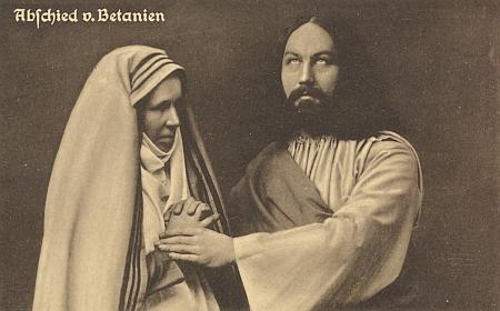 Hořické pašijové hry v roce 1923: Kristus se tu loučí v podání Johanna Cipina s matkou Marií, jejíž představitelkou byla Marie Kitzlová