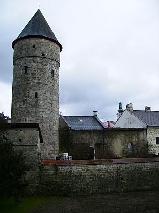 """Středověké opevnění a """"Böhmertor"""", tj. """"Česká brána"""" (bývá ale zvána i """"Budějovickou"""") v jeho rodném Freistadtu"""