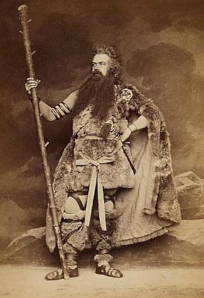 Otec v jedné ze svých divadelních rolí na snímku mnichovského fotografa Josepha Alberta z roku 1876