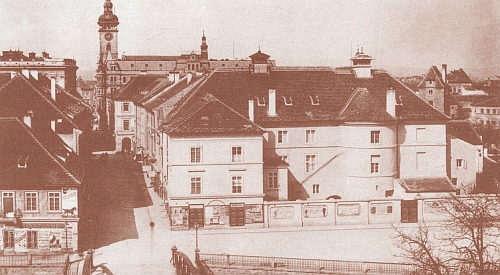 Divadlo v Českých Budějovicích na snímku z roku 1903