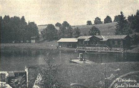 Koupaliště a kluziště na údolní přehradě Vodníku (Wodniku Teich)