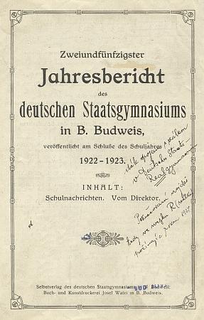Tady se Johann Endt na konci 52. výroční zprávy německého státního gymnázia v Českých Budějovicích loučí v červnu roku 1923 s jeho existencí - napříště budou jeho zbylé třídy, tj.sexta, septima a oktáva, sloučeny se zdejší německou vyšší reálkou