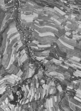 Dlouhá Stropnice na leteckých snímcích z let 1952 a 2008 (viz i Wenzel Jaksch)