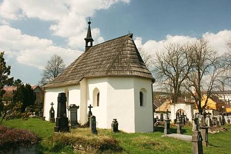 Hřbitovní kaple Nanebevzetí Panny Marie v Hostouni