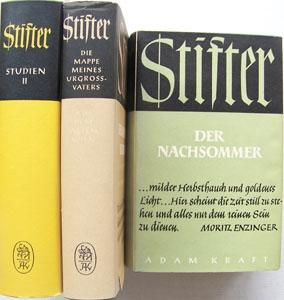 """Na obálce (1954) jednoho z vydání  Stifterových děl (zde Pozdní léto) vaugsburském nakladatelství Adam Kraft stojí psána Enzingerova slova: """"...vlídný dech podzimu a zlatavé světlo... Tady se zdá, že čas tiše stanul avšechno má sloužit jen ryzímu bytí."""""""