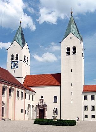 Dóm v bavorském Freisingu, kde studoval apůsobil Joseph Ratzinger, dnešní papež Benedikt XVII.