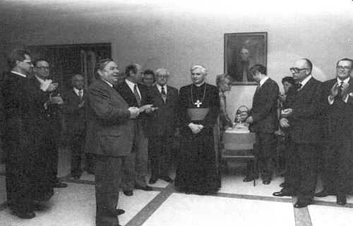 Setkání reprezentací východoevropského exilu s tehdejším arcibiskupem Ratzingerem roku 1978 v prostorách mnichovského kostela Bürgersaalkirche