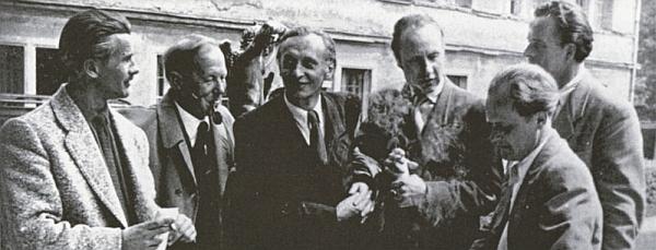 """Tady je zachycen třetí zleva na skupinovém snímku legendární """"Donauwaldgruppe"""" i s Walterem Mauderem (první zleva) a Heinzem Theuerjahrem (druhý zprava)"""