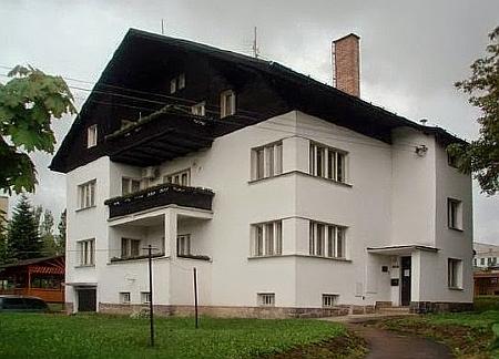 Jeho dům ve Stříbře projektoval bratr Karl
