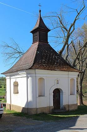 Návesní kaple v rodných Malovicích