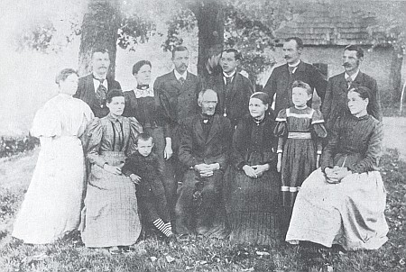 """Starý svobodnický dvorec Peklo u Kašperských Hor a selská rodina Ertlových, zvaných po něm také """"Höllbauern"""""""