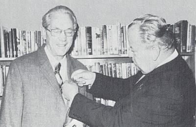 Roku 1977 byl Heinrichu Ertlovi mladšímu udělen i čestný odznak za knihovnickou práci v Schönsee