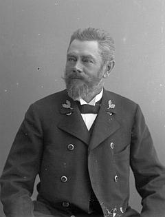 Jeho svědkové na svatbě Johann Bezpalec a Rudolf Schiffner