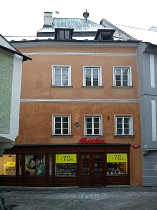 Rodný dům čp. 21 na českokrumlovském Latráně (viz i Ernst Holzinger)