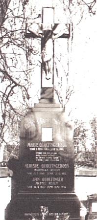 V Netolicích žil a Janem Václavem Quolfingerem rytířem ze Steinsbergu (1867-1936) vymřel po meči rod, který se osobou této poslední své mužské ratolesti marně až do konce monarchie hlásil onárok na šlechtický titul - zde záznam oJanově narození vnetolické matrice, výčet Quolfingerových vjejím indexu a snímek hrobu na hřbitově vNetolicích, kde je pochován se svou ženou Aloisií (1868-1933)