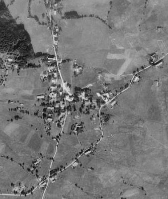 Zadní Zvonková (viz i Hermine Kimbacherová, Engelmar Unzeitig a Johannes Urzidil) na leteckých snímcích z let 1952 a 2008