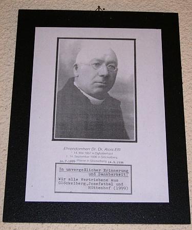 """Takto je vzpomínán v """"Kapli Šumavanů"""" u Schöneben"""