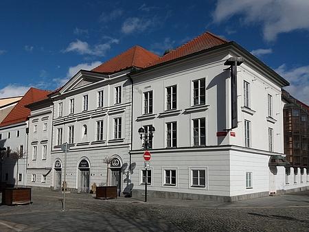 Divadlo v Českých Budějovicích v roce 2019, takřka 100 let po jeho zdejším působení