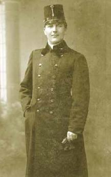 V uniformě vojenského duchovního 10 let před válkou