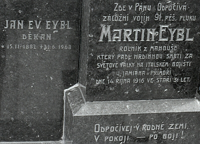 Hrob na netolickém hřbitově
