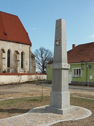 Pomník padlým v Němčicích připomíná bratra Martina z Mahouše i Matěje Eybla z Němčic