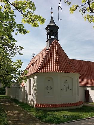 Kostelík Nejsvětější Trojice u někdejšího morového špitálu vČeských Budějovicích