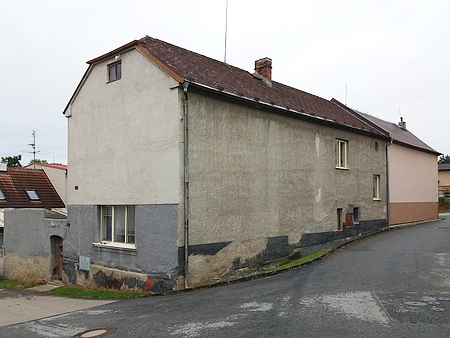 Přestavěný, ale půdorysně nezměněný rodný dům otcův čp. 28 ve Starých Hodějovicích