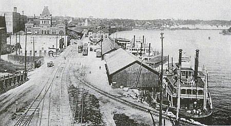 St. Paul v Minnesotě kolem roku 1875 a pozdější snímek tamního přístavu parníků na řece Mississippi