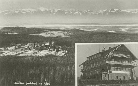 Pohled z Bučiny přes Finsterau na Alpy a hotel Pešl, pohlednice