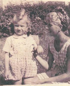 Jiný její snímek se starší Kathi Schnelzerovou