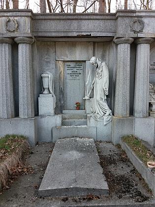 Rodinná hrobka na hřbitově v Dobré Vodě