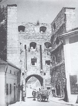 Budějovická brána ve Freistadtu na starším snímku...