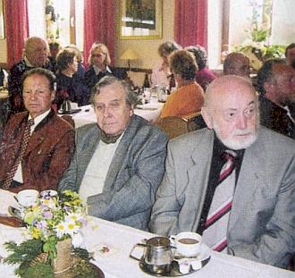 V roce 2005 tu sedí při kávě spolu s jiným nositelem Kulturní ceny bavorského Waldvereinu Gerhardem Steppes-Michelem na výročním shromáždění zvaném Bayerwaldtag v Bischofsmais