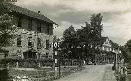 Škola v rodných Loučovicích na pohlednici firmy Josef Seidel