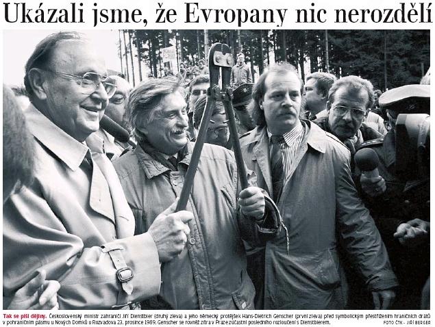 """Tady u Nových Domků (dnes části  Rozvadova) dne 23. prosince 1989 (nadcházely Vánoce) Hans Dietrich Genscher a Jiří Dienstbier symbolicky přestřihli snad už provždy ostnatý drát """"železné opony"""""""