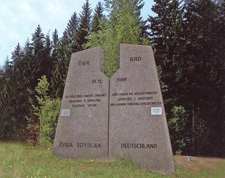 """Památník přestřižení """"železné opony"""" v Nových Domcích uRozvadova"""