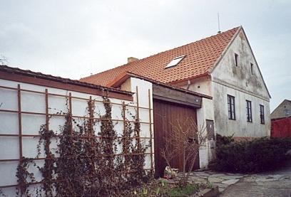 V domě s vraty při římovské ulici U Křížku prožil po válce ještě dvacet let