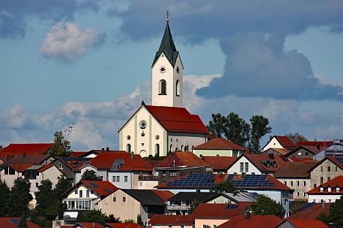 Eschlkam s farním kostelem sv. Jakuba