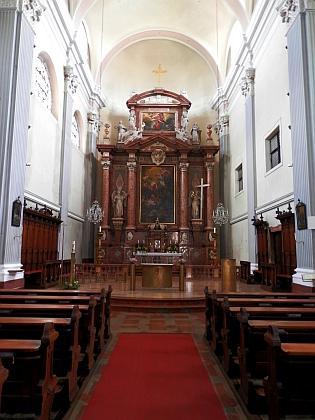 Oltář kostela sv. Jiří v Schärdingu