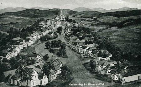 Světlík, kde byla pokřtěna v kostele sv. Jakuba, vévodícího obci i na této kreslené pohlednici