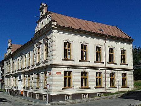 Budova měšťanské školy v Horní Plané