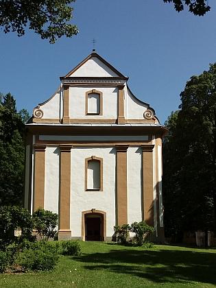 ... a Dobrovodská kaple kus nad ním