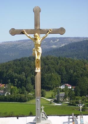 Pohled na Plechý ze hřbitova veSchwarzenbergu