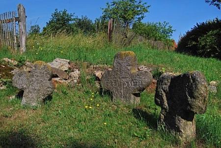 Tři smírčí kříže v Plesné naproti zrušenému evangelickému hřbitovu