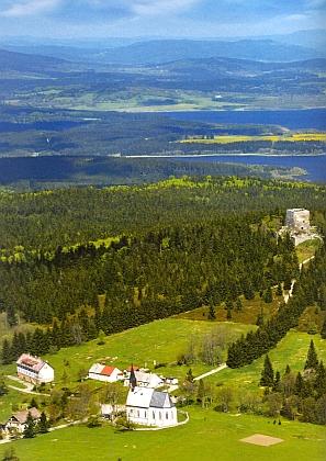 Svatý Tomáš s Vítkovým Kamenem na leteckém snímku