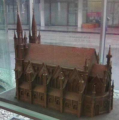 Model synagogy v sídle společnossti E.ON na protější straně ulice